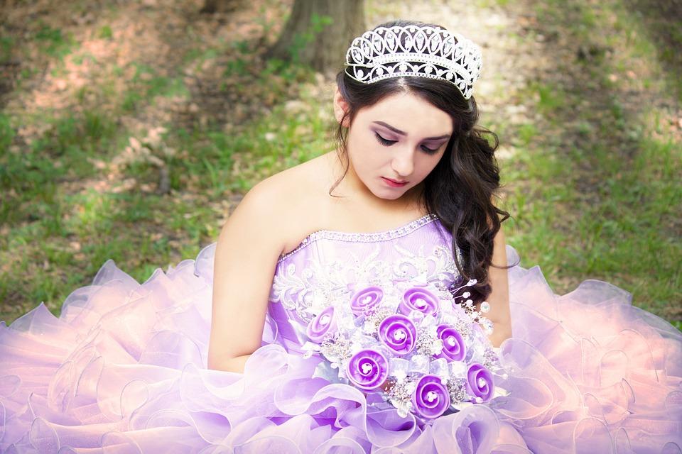花嫁の衣装も高い