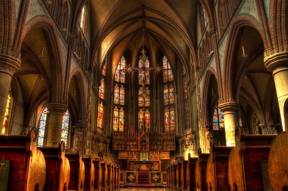 厳かな教会
