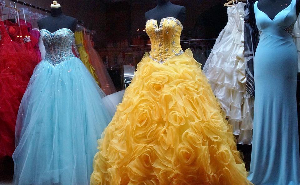 動きやすいドレスを探す