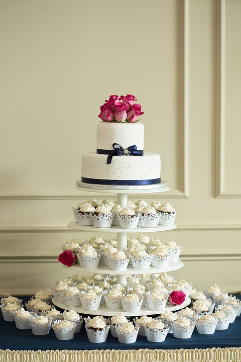 高さのあるウェディングケーキ