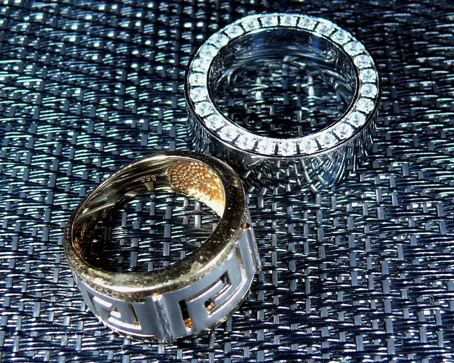 石の入った結婚指輪