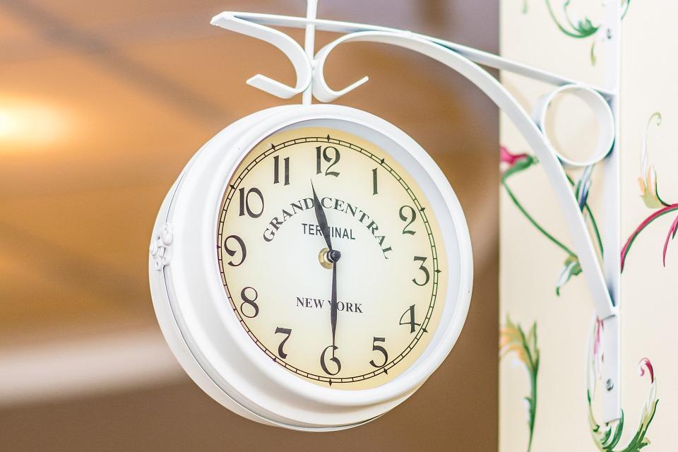 可愛いカフェの時計
