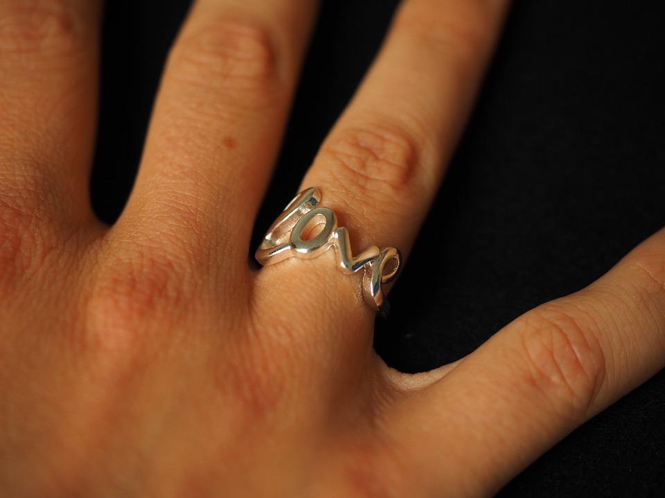 love形の指輪
